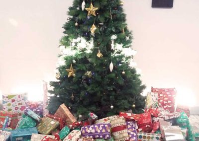 Christmas_tree_gifts_presents